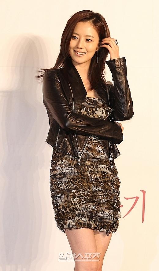 5日、 ソウル江南区三成洞(カンナムグ・サムソンドン)のインターコンチネンタルソウルCOEXで行われたKBS(韓国放送公社)第2テレビの新ドラマ『世界のどこにもいない優しい男』の制作発表会に登場した女優のムン・チェウォン。
