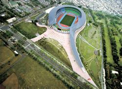 高雄国家体育場(ワールドゲームズスタジアム、台湾、2009、写真=プリツカー賞ホームページ)。