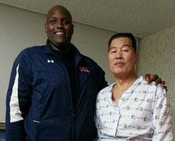 今月24日、イ・ポンゴル氏のお見舞いのため病院を訪れたジョンソンさん。
