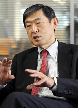 北岡本部長は「嫌韓勢力のヘイトスピーチを断固規制しなければいけない」と述べた。(中央フォト)