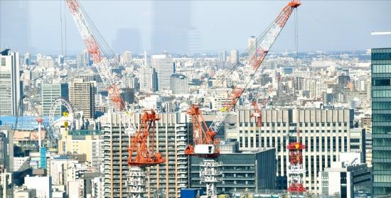 日本政府は東京をグローバル金融・ビジネス拠点都市にするために都市開発計画を推進中だ。東京駅近隣の大手町では海外企業の誘致などのための再開発事業が真っ最中だ。(写真=韓国経済新聞社)