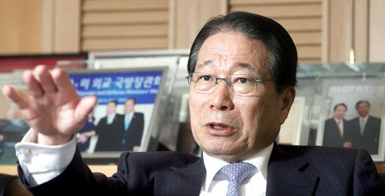 柳明桓元外交部長官は中央日報のインタビューで、「首脳会談のない正常化は不可能」とし「首脳会談開催のための指導者の決断が必要だ」と述べた。