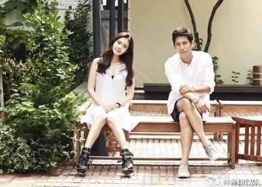女優のチュ・ジャヒョン(左)と中国人俳優の于曉光