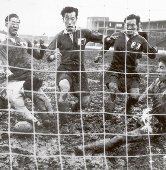 栄辱の韓日戦半世紀>(上)サッカー…「絶対に負けられない」77回の ...