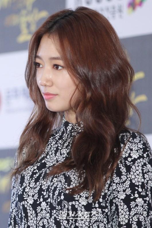 29日、国立劇場ヘオルム劇場で行われた大韓民国大衆文化芸術賞授賞式に登場した女優のパク・シネ。