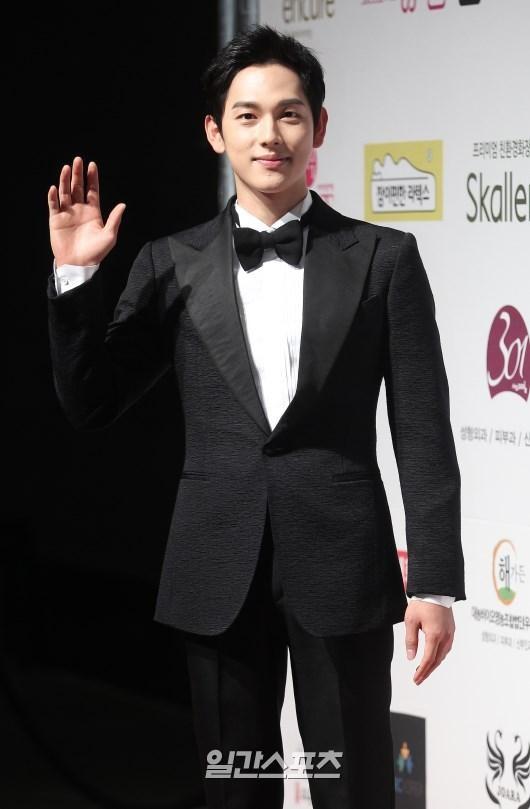 29日午後、ソウル龍山区漢南洞グランドハイアットソウルで行われた「2015スターの夜-大韓民国トップスター賞授賞式」に登場した俳優のイム・シワン。