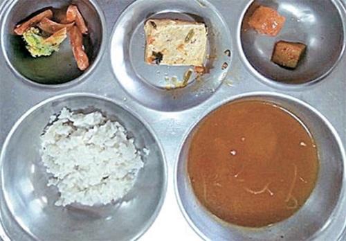 大田・鳳山小学校の児童に給食として提供された献立の一部。(写真=大田鳳山小学校保護者会)