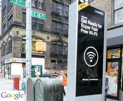 グーグルの子会社SideWalk Labsが設置した「リンクNYC」は無料Wi-Fi・電話、USB充電などが可能だ。(写真=グーグル資料)