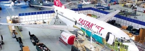 ことし10月、地上操業中に破損したイースター航空B737が韓国航空宇宙産業(KAI)の慶尚南道泗川工場で整備を受けている。