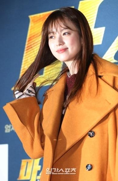 19日午後、ソウル永登浦CGVで行われた映画『マスター』のVIP試写会に参加した女優ハン・ヒョジュ。
