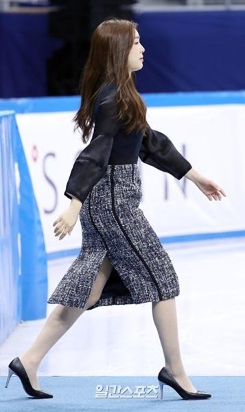 8日、江陵アイスアリーナで開かれた「KB金融コリア・フィギュアスケート・チャンピオンシップ2017」授賞式に参加したキム・ヨナ。
