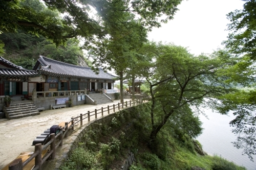 日本人観光客に人気が高い「百済古都」忠清南道扶余の皐蘭寺。(写真=忠清南道)
