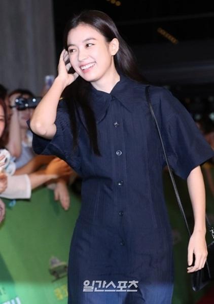 25日午後、ソウルCGV龍山アイパークモールで開かれた映画『タクシー運転手』(原題)VIP試写会に登場した女優ハン・ヒョジュ。