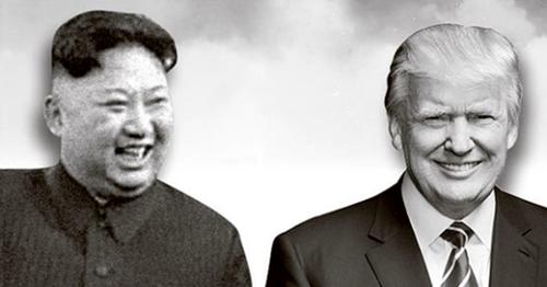 金正恩(左)委員長、トランプ米大統領(右)。