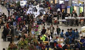 日本は韓国人観光客などの増加を受け、月間の外国人観光客数が過去最多となった。(中央フォト)
