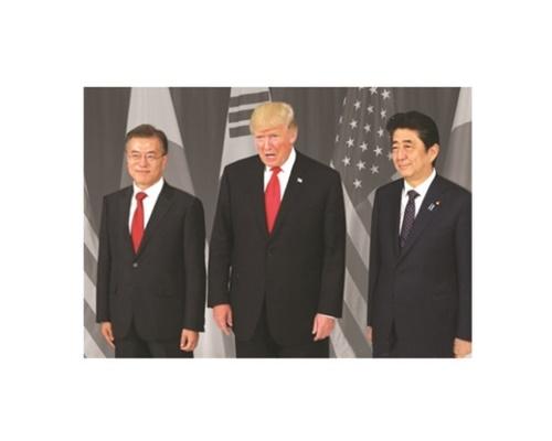 文在寅大統領、トランプ米大統領、安倍首相