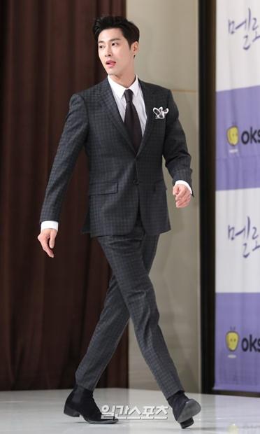 30日午後、ソウル永登浦タイムスクエアで開かれたドラマ『メロホリック』の製作発表会に登場した東方神起ユンホ。