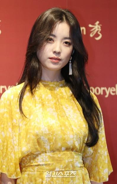 6日午後、ソウル江南区清潭洞BOUNDARYカフェで開かれた韓方化粧品「秀麗韓(スリョハン)」10周年記念および年末チャリティーバザー会のフォトイベントに登場した女優のハン・ヒョジュ。