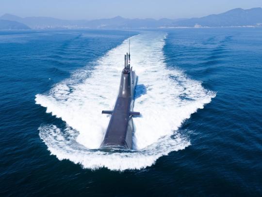 張保皐-II級潜水艦が水を書き分けながら航行している。(写真=防衛事業庁)
