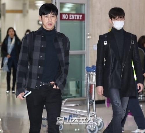 22日午後、大阪コンサートを終えて韓国・金浦空港を通じて帰国した東方神起のメンバー。