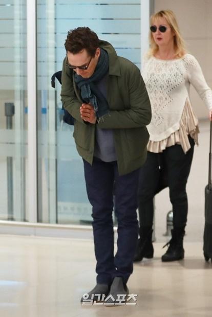 ハリウッド俳優のベネディクト・カンバーバッチが11日午後、映画『アベンジャーズ/インフィニティ・ウォー』のプロモーションのために仁川空港第2ターミナルを通じて来韓した。