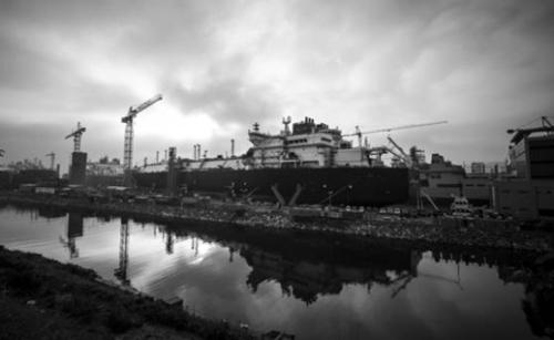 巨済島(コジェド)の大宇造船海洋玉浦造船所。