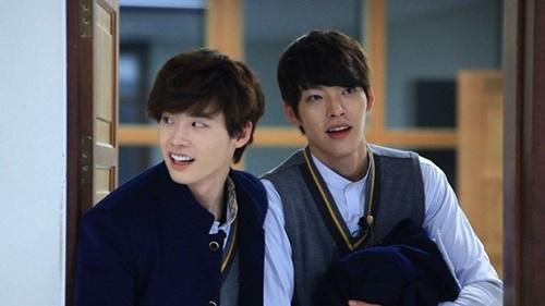 ドラマ『ゆれながら咲く花~学校2013~』での俳優イ・ジョンソクとキム・ウビン