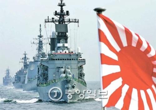 旭日旗をつけた日本海上自衛隊の艦艇。(写真=中央フォト)