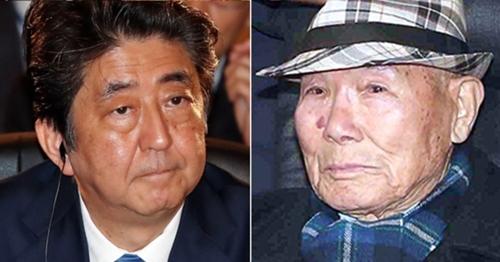 安倍晋三首相(左)と強制徴用被害者イ・チュンシクさん(94)、(右写真=青瓦台写真共同取材団)
