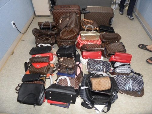ソウル市民生司法警察団が押収した偽ブランド品。(写真提供=ソウル市)