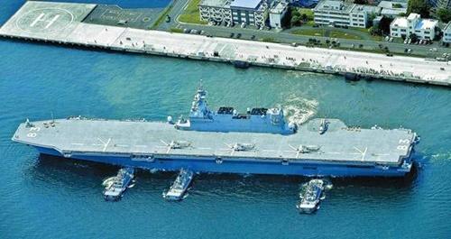 日本政府が空母化を進める護衛艦「いずも」(中央フォト)