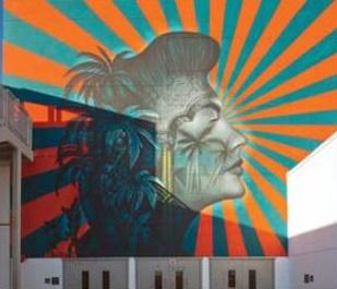 画家ビュー・スタントンさんが描いた旭日旗模様の壁画