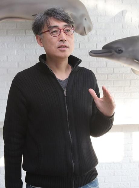 ソン・ホソン国立水産科学院鯨研究センター長が30日、日本の国際捕鯨委員会脱退に関連して自身の考えを述べている。