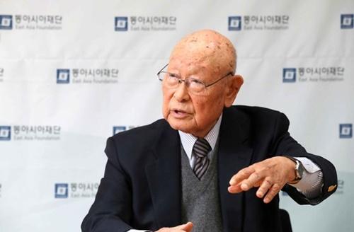 孔魯明(コン・ノミョン)東アジア財団理事長(元外交部長官)が2日、ソウル鍾路区の東アジア財団事務室で中央日報のインタビューに応じている。