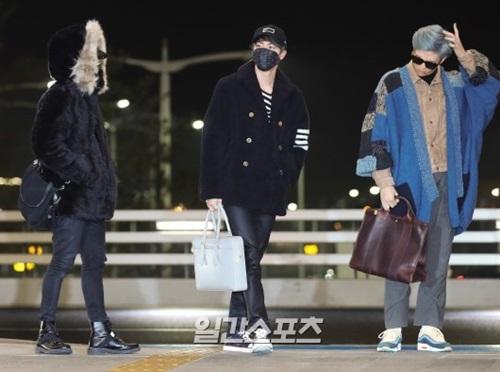 11日午後、仁川国際空港第2ターミナルに姿を見せた防弾少年団の(左から)ジミン、ジン、RM。