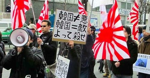 日本の「嫌韓」デモ隊(写真=中央フォト)