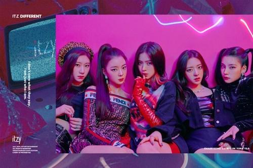 JYPからデビューしたガールズグループITZY。北米や日本などにファンダムを拡張し、第3世代アイドルの代表の地位を得たTWICEのバトンを受け継ぐのか関心が集まる。(写真=JYP)