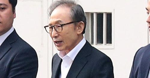 6日午後、李明博(イ・ミョンバク)元大統領が控訴審で保釈が認められ、ソウル東部拘置所を出ている。