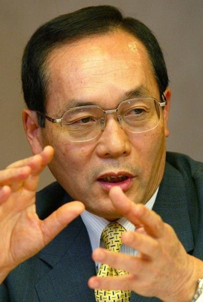 元ソウルジャパンクラブ理事長、元韓国富士ゼロックス会長の高杉暢也氏(中央フォト)