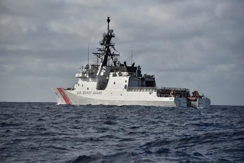 米沿岸警備隊の警備艦「バーソルフ」(写真=米沿岸警備隊)