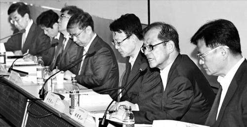 韓半島先進化財団と韓国制度経済学会が主催し韓国経済新聞社と韓国経済研究院が後援した政策セミナーが23日に「経済活力と企業関連税制改編」を主題にソウルの全経連会館で開かれた。