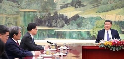安倍首相の特使と向き合って座った習主席、韓国特使とは違う ...