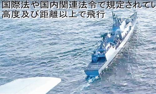 昨年12月に発生した哨戒機事件が韓日安保協力の基盤を揺さぶっている。日本防衛省は海上自衛隊哨戒機が撮影した映像を公開して韓国海軍駆逐艦「広開土大王(クァンゲト・デワン)」が射撃統制レーダーを照射して威嚇したと主張した。(写真=韓国国防部YouTube)