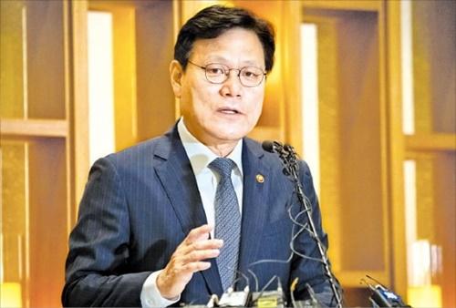 崔鍾球金融委員長は5日に担当記者団懇談会で「日本が金融部門で報復措置をしても対処に大きな困難はない」と話した(写真=金融委員会)