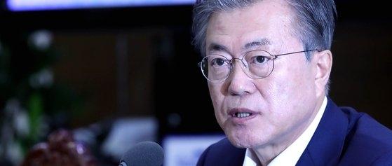 韓国の文在寅大統領が15日午後、青瓦台で開かれた首席補佐官会議で日本の対韓輸出規制に関連して発言している。(写真=青瓦台写真記者団)