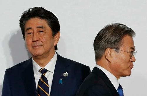 安倍晋三首相と文在寅大統領