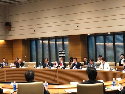 20日に東京の衆議院議員会館で韓国憲政会と日本の議員が共同主催した韓日関係セミナーが開かれた。ソ・スンウク特派員