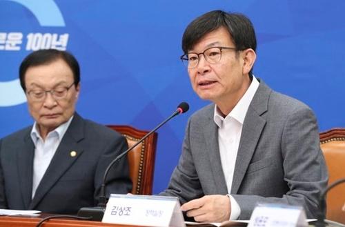金尚祖(キム・サンジョ)青瓦台政策室長(右)