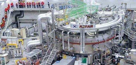 大田(テジョン)国家核融合研究所の韓国型核融合装置KSTAR。[フリーランサー キム・ソンテ]