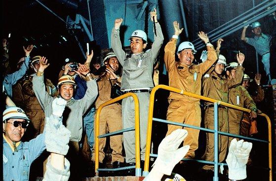 1973年、浦項製鉄所第一高炉で最初の銑鉄を生産した時の様子。